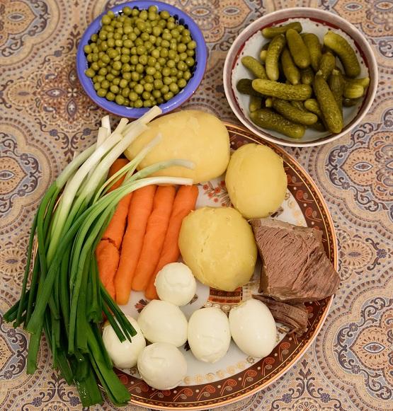 Rus salatası için gereken malzemeler