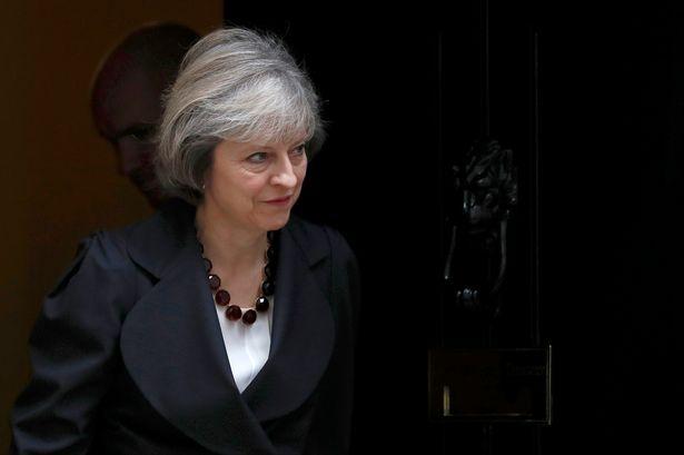 Theresa May siyah ceket
