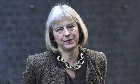 Theresa May bijuteri tarzı