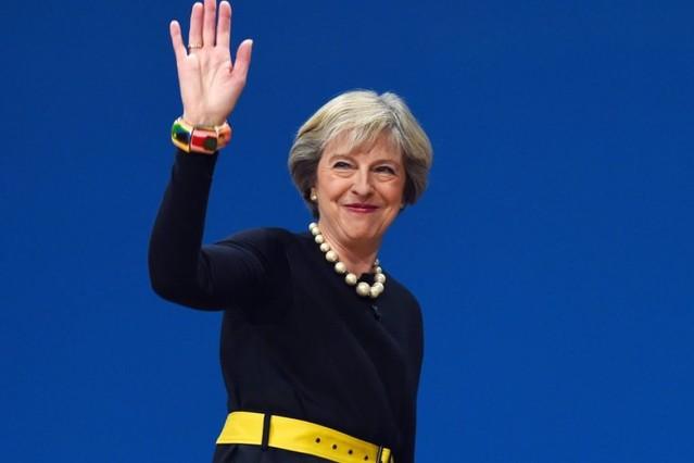 Theresa may bilezik ve kolye