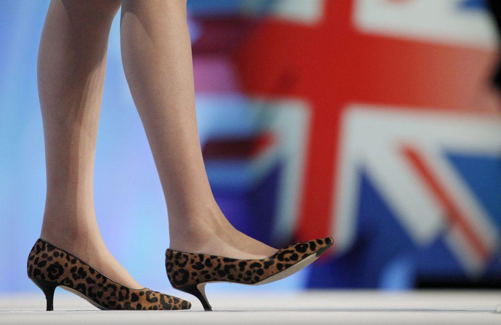 theresa may topuklu leopar ayakkabı