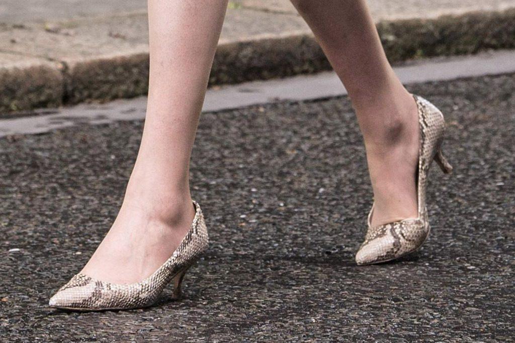 theresa may yılan derisi ayakkabı