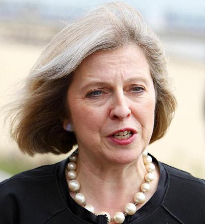 Theresa May inci kolye