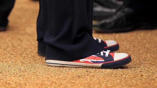 Theresa May spor ayakkabı