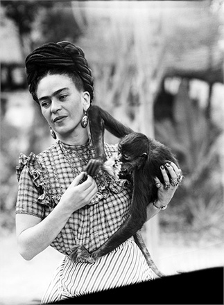 Frida Kahlo ve maymun