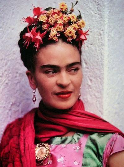 прическа Фриды Кало