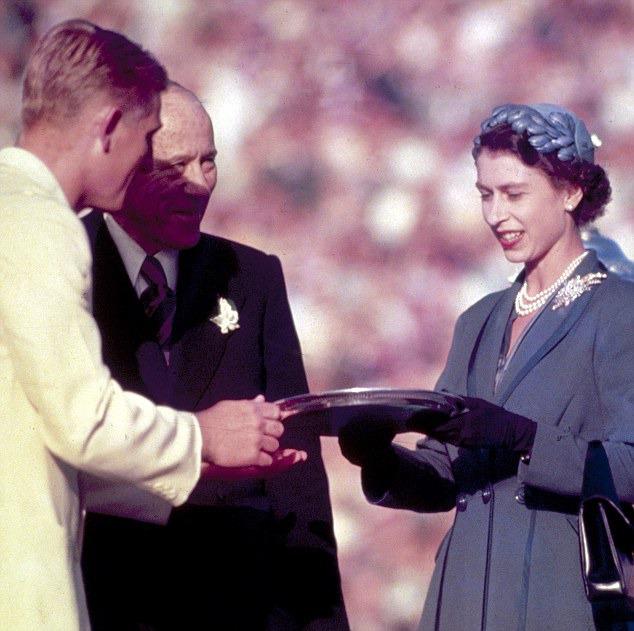 Kraliçe Elizabeth avustralya broş