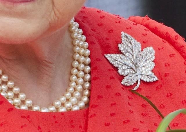 kraliçe elizabeth kanada broş