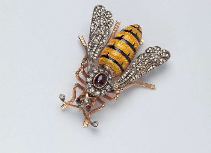 madeleine albright arı broşu