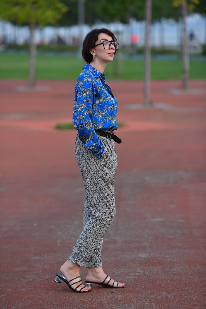 how to style patterned shirt