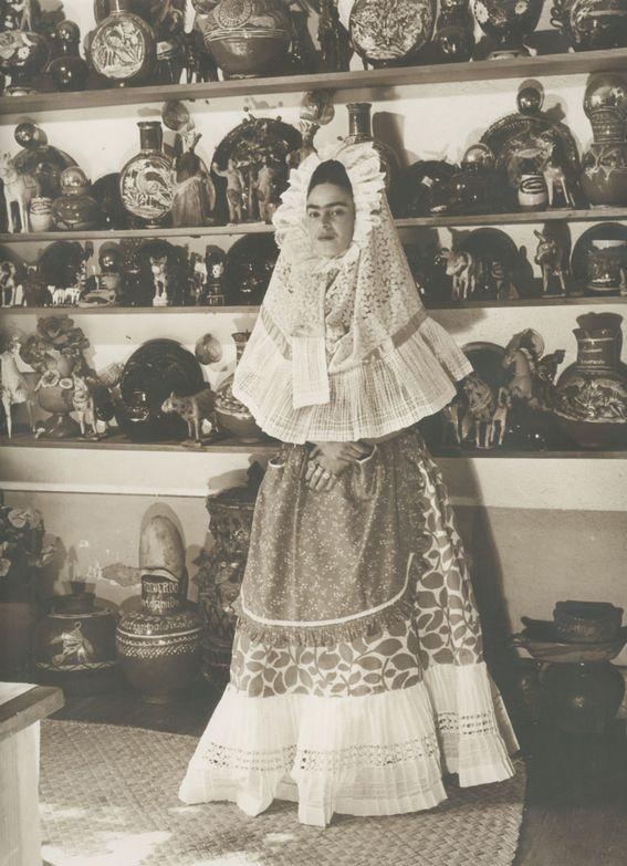 Фрида в национальной одежде