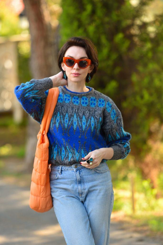 сочетание голубого и оранжевого в одежде