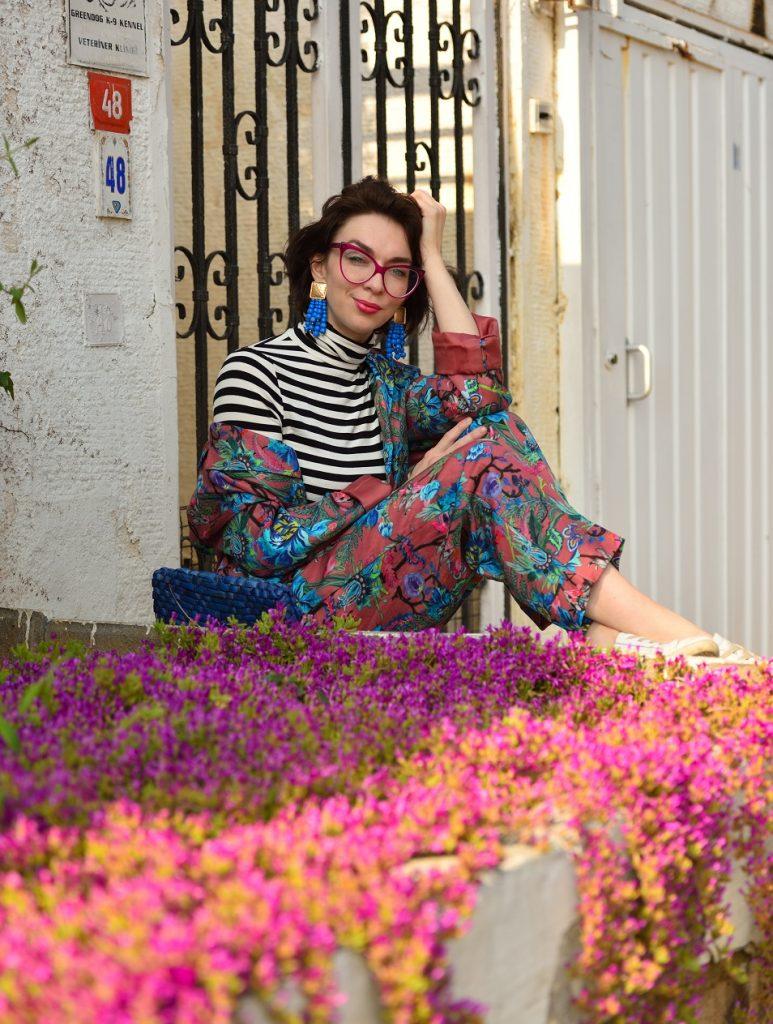 костюм с цветочным принтом как носить