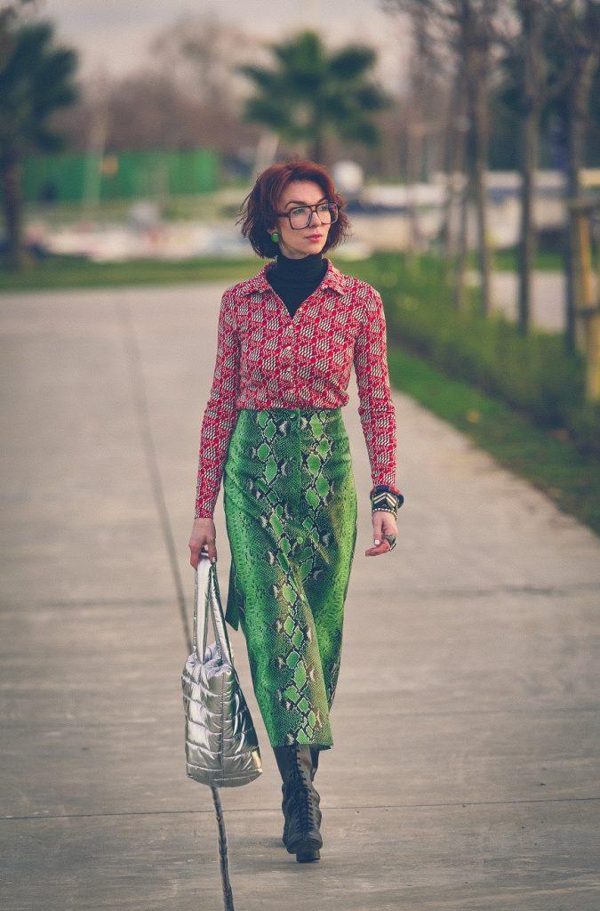 zara snake skirt and  70's shirt